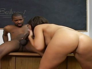 White lusciuos female get pounded in anal by vague weenie