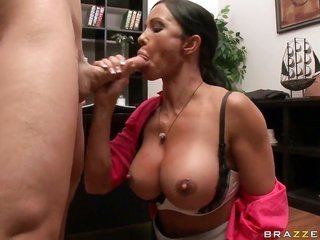Johnny Sins seduces Jewels Jade into penetrating
