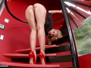 golden-haired Sandy can not stop dildoing her cum-hole pie