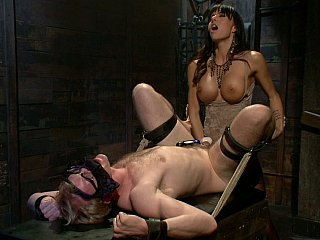 Gia DiMarco kicking her dude in the woman