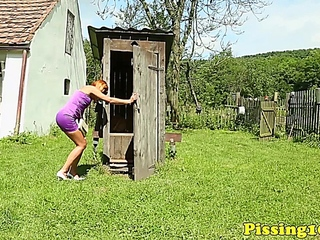 pee passon skanks outdoor golden showers