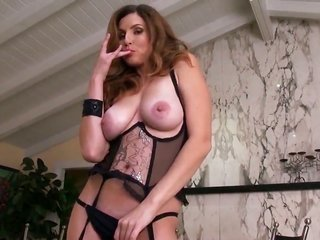 Jamie Lynn with mountainous knockers cannot live a day not using protection toying her relish outlet